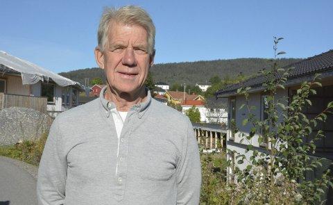 Håper prosjektet blir fullført snart: Nils-Ole Skaugen synes det er trist at boligprosjektet på Valstad har stoppet opp. Han krysser fingrene for at arbeidene snart vil bli gjenopptatt og fullført før vinteren kommer. foto: benedikte håkonsen