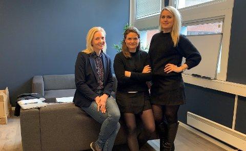 GRÜNDERE: Cathrin Fiskerstrand (f.v.), Line Henrikke Hiorth og Synne Bakker går nye veier i apotekbransjen. De tilbyr kunder å bestille reseptvarer på nett, for så å sende det i posten.