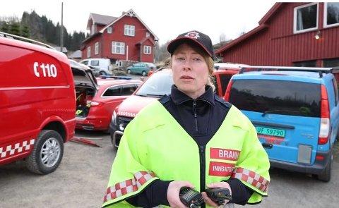 ROS: Innsatslede Mona Stusvik Ellingsæther i Brann Sør roser innsatsen til brannmannskapene.