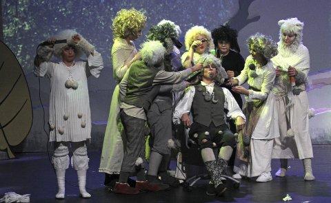 VELFRISERT: Teaterkråkenes oppsetning av «Rockeulven» på Parkteatret var strøken i alle ledd.