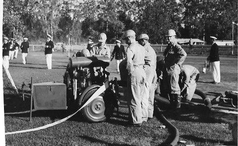 1959 Brannverndagen:  En dag i året demonstrerte brannvesenet utstyret sitt på Melløs stadion. Her var det både musikkorps og