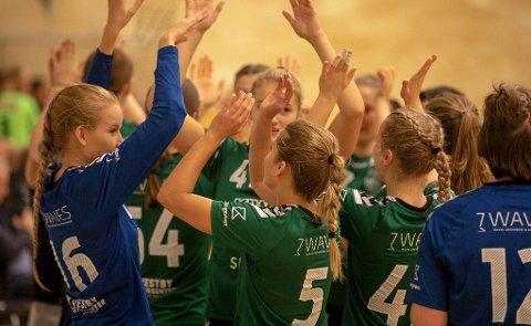 Jubelhelgen: Sons HKs J18-lag får stå som eksponenter for en fantastisk håndballhelg for de lokale ungdomslagene.  Foto: Erik Bratlie