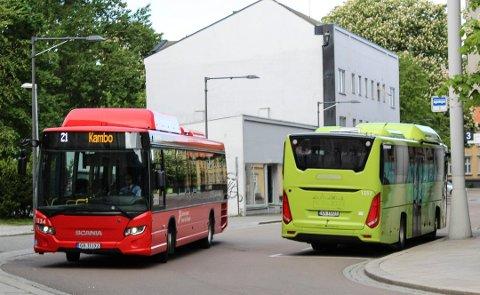 BEKYMRET: Østfold kollektivtrafikk ber folk om å begrense reisene med buss. Rådene om å unngå kollektivtransport av hensyn til koronaen gjelder fortsatt.