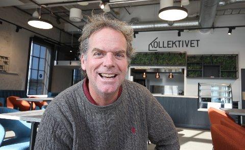 OPTIMISTISK: Martin Mathisen sier at det var sommertilstander og god trafikk forrige helg, både på Losen og Lille Cafe i Larkollen. Nå ser han optimistisk fram mot sommeren.