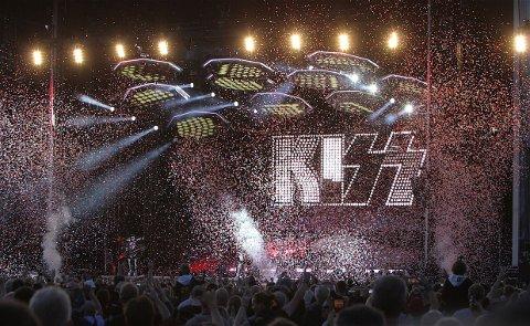 AVSLUTTET FESTEN: Kiss avsluttet en lang dag på Ekebergsletta med et digert fyrverkeri. Nå skal Volbeat (fredag) og Def Leppard (lørdag) prøve å matche Kiss, og det er billetter igjen til begge dager.