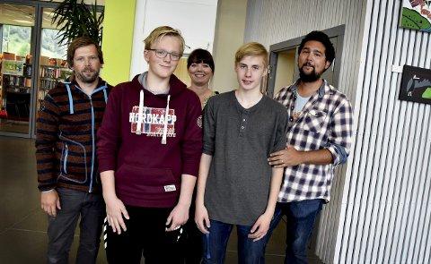 Løftes fram: Rolf Erik Høglien (f.v.) Ola Viken, Camilla Tullut Ulvolden, John Christian Aker-Grønn og Manuel Hjelde Olivares.