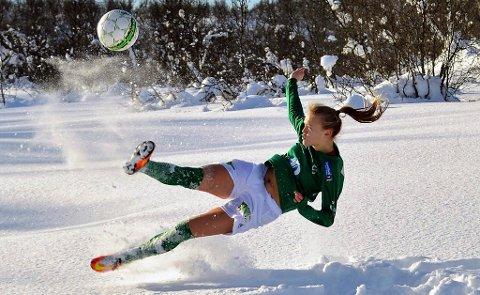 FIKSET TRYGG PLASS: Elin Åhgren Sørum satte inn begge målene da Fløya slo Byåsen og ordnet 1.divisjonsspill også i 2018. Bildet er, som de fleste skjønner, ikke fra kampen...