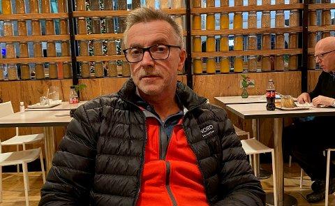GIKK AV FLYET: Torkjell Naterstad på Gardermoen søndag kveld, etter det han beskriver som en ubehagelig flytur med Wizz Air.