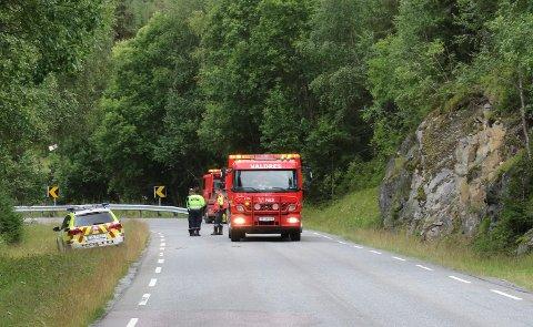 MC-ULYKKE TONSÅSEN: Ryddet opp etter ulykken.