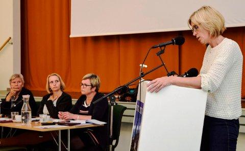 Jeg ser ingen gode nok grunner til å overføre krisesentertjenesten til Gjøviks kommune, sa Tove Beate Skjolddal Karlsen.