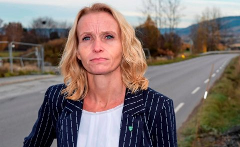 FRYKTER MØRKE: - Vi står foran en situasjon der det kan bli mørkt langs fylkesveger og kommunale veier i Østre Toten, sier ordfører Guri Bråthen.
