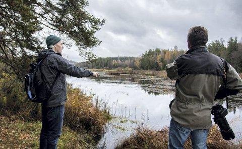 OPPGITT: Per Grandalen (til venstre) og Stein Martinsen skuer ut over områdene de vil bevare. FOTO: EIRIK LØKKEMOEN BJERKLUND
