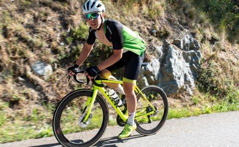 REKORDFORSØK: Onsdag ettermiddag starter Jonas Orset rekordforsøket sitt. Han skal sykle i 24 timer, og kommer han lenger enn 602 kilometter på veiene rundt Kråkstad har han rekorden i den interne norske kilometerkampen.