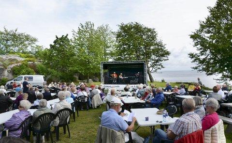 Folksomt: «Allsang på Bøkkerfjellet» der Honolulu Trio holdert det gående i flere timer med kjente og kjære låter er populært.