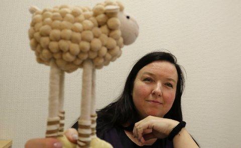 VIKTIG FAGKVELD: Nina Berg ved landbrukskontoret for Våler og Åsnes oppfordrer sauebønder som skal ha sauene på innmarksbeite til å møte på fagkvelden til uka.