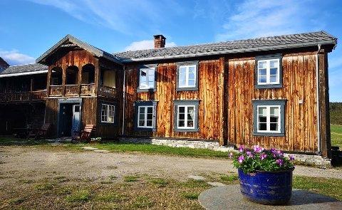 Skysstasjon: Holden Gård har siden 1700-tallet vært ferdagård for jegere, handelsfolk og befraktere som reiste langs vinterleden mellom Sverige og Røros Kopperverk. Nå kan den bli en del av et nytt kurs- og konferansesenter. Foto: Caroline Grønbekk