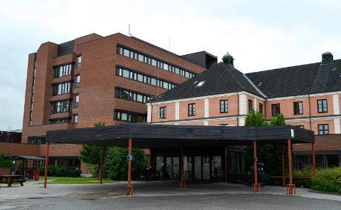 ØKNING: Totalt er det andre april innlagt 17 koronapasienter i Sykehuset Innlandet, her representert ved Elverum sykehus.