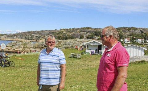 Tore Jacobsen (t.v.) i Mostranda Camping AS mener kommunen er ansvarlig for at byggesaken på campingen har endt slik den har. Her sammen med Sigmund Arnesen. Nå har de sendt krav til Færder kommune.