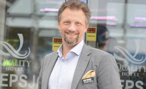Fra pikkolo til direktør: Tor Eivind Line er prototypen på en som har jobbet seg opp i hotellbransjen. Han startet som pikkolo i Stavanger for 20 år siden, og nå er han direktør ved Bambles største overnattings- og serveringsbedrift.