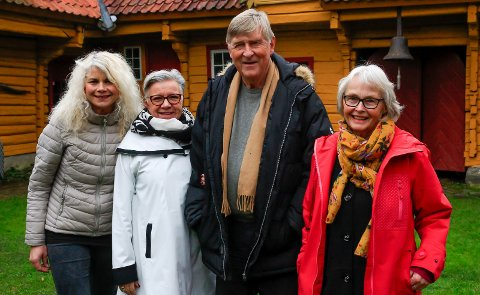 GLADSTEMT KVARTETT: Henriette Aas Sandvik ved kulturkontoret, Ellen Kristoffersen, en av de frivillige på kafeen, og Haavard T. Gjestland og Ingrid Petersen i Porsgrunn Historielag.