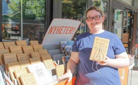 POPULÆRT: Salget av de innpakkede bøkene er svært populært blant kundene, ifølge Kristine Kværnes.