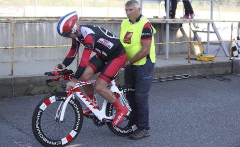 TIL START: Jan Birger Solheim var en av dem som fikk opp farten i temporittet lørdag. 59 syklister stilte til start i rittet, som er en del av ACR Bike Weekend. Foto: Stian Forland