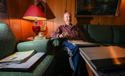 Martin Selnes løser kryssord for å holde hjernen i trim, og for å holde de negative tankene borte.