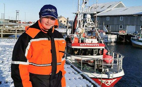 Mathias Svendsen fra Træna går på videregående skole på Inndyr. Søndag måtte faren svippe han over Trænfjorden for å rekke hurtigbåten mot skolen, siden båten startet sin rute på Lovund og ikke Træna som normalt.