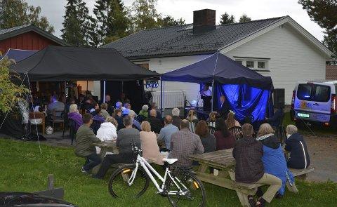 Invitert: I tillegg til selskapets gjester hadde Tolvstad invitert nabolaget og andre til å få med seg konserten.