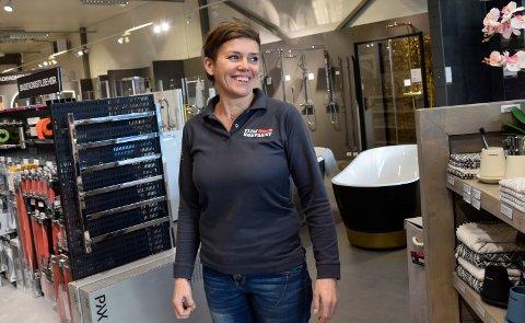 PÅ FLISEKOMPANIET: Trude Iren Bergheim (45) er i ny jobb etter konkursen hos Maleriet fargehandel.