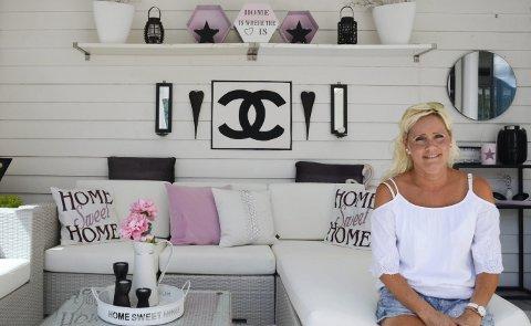 Av farger er det hvitt, rosa og svart som går igjen hos Bente Furrebøe.