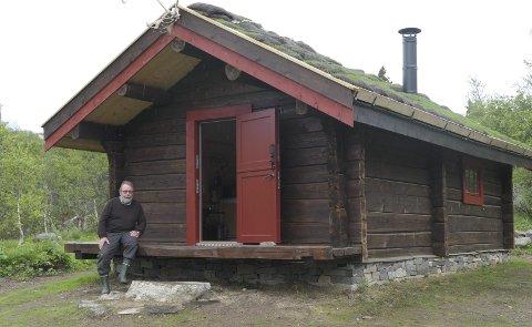 NY Hytte på Nystaul:  Gunnar Tveito og gode hjelpere  har bygd en replika av hytta som sabotørene overnattet i før de gikk til aksjon i februar 1943. Nå skal den leies ut.