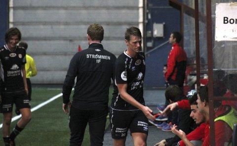 God debut: Magnus Solum scoret både mål og viste seg sterk nok til å klare og holde på ballen i sin første kamp for Strømmen. 24-åringen spilleren laget savnet i jakten på opprykkskvalifisering i fjor høst. Og spissen er langt fra toppformen. Alle foto: Per Morten Sødal