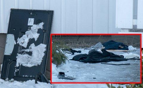 HÆRVERK: Politiet omtaler huset som rasert etter ungdomsfesten. Her er en av tv-ene som er ksatet ut samt klær. FOTO: ØISTEIN NORUM MONSEN / DAGBLADET