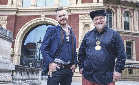 På plass i london: Amund Maarud og Knut Reiersrud er to av 15 bluesartister som skal på scenen i Royal Albert Hall på søndag. FOTO: PER OLE HAGEN