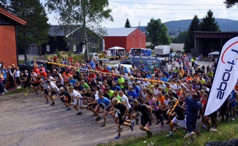 MANGE: Det var stor deltakelse på Røykenmila i fjor, og arrangørene håper på enda større deltakelse i år. Mila går av stabelen førstkommende søndag.Foto: EDGAR DEHLI