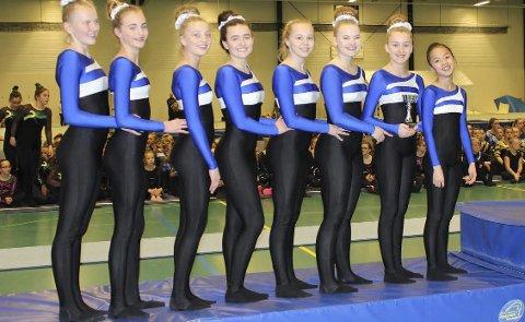 PÅ PALLEN I FRITTSTÅENDE: IL ROS endte på 3. plass, og kom dermed opp på pallen for første gang i en nasjonal konkurranse.  Foto: Innsendt