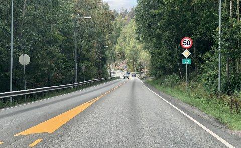 Her blir fartsgrensen satt opp til 60 kilometer i timen med det første.