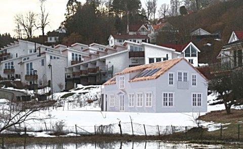 MONTASJE: Frost arkitekter har laget denne montasjen som forestiller hvordan huset ved Høybakkdammen kan se ut når det er ferdig.