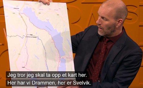 KOMISK: Nytt på nytt-programleder Bård Tufte Johansen dro fram kartet og viste omveien busspassasjerer nå må ta for å komme mellom Selvik og Berger.