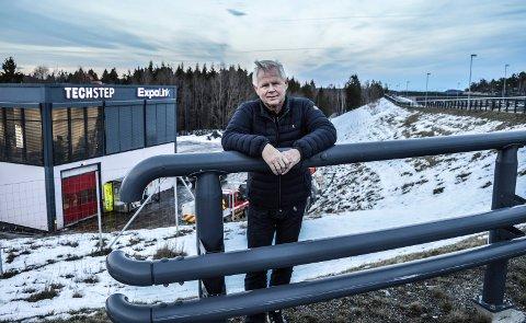 KONTORER: Bak Rolf Skallist i Fokserød Eiendom AS skal det bli et seks etasjer høyt kontorbygg, med plass til opp til 500 arbeidsplasser.