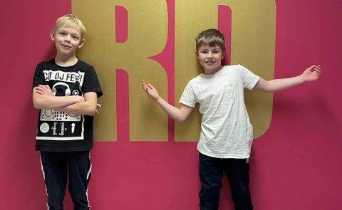 VIL VÆRE FLERE: «Gutta Boys», Jonathan Jørgensborg (9) og Sondre Ryg Lahti (8), skulle gjerne hatt flere å danse sammen med. De håper på  flere dansekompiser på kurset førstkommende mandag. FOTO: Privat