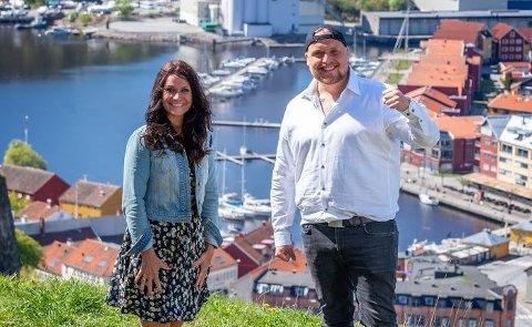 ALLSANG: Katrine Moholt og Stian «Staysman» Thorbjørnsen kommer til Sandefjord og Badeparken torsdag 24. juni. Men resten av kveldene med allsang i Fon-teltet avlyses. PRESSEFOTO: Jan Petter Dahl