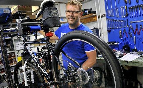 ER KLAR: Wilhelm Varnes er godt forberedt til å sykle de 1200 kilometerne fra Østfold til Paris. Foto: Jarl M. Andersen