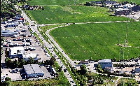 NY ASFALT: Statens vegvesen planlegger å asfaltere riksvei 22 fra strekningen fra Årum bru og frem til krysset fylkesvei 118 ved Hafslund hovedgård. Det betyr at denne delen vil få ny asfalt i år.