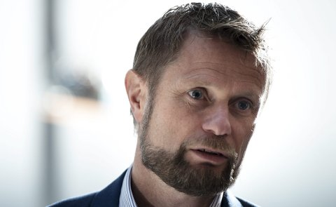 Giftige fluorstoffer i skismøring kan bli forbudt, varsler helseminister Bent Høie (H).