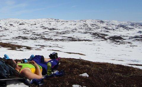 Mulighetene for å bli påskebrun er store. Værmeldingene tyder på mye sol. (Foto: Håkon Aarthun)