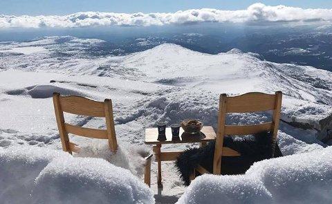MAGISK: Utsikten fra toppen av Gaustatoppen er helt spesiell. 10. februar åpner vintersesongen, og fra da er turisthytta åpen hver dag fram til 15. oktober.