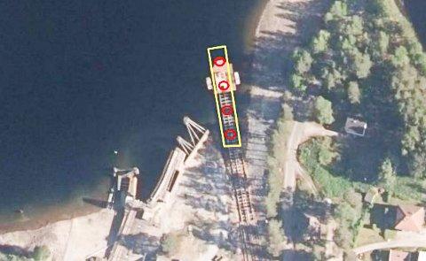 SKAL MUDRES: Det gule området skal mudres. De røde ringene markerer der sedimentprøvene ble tatt.