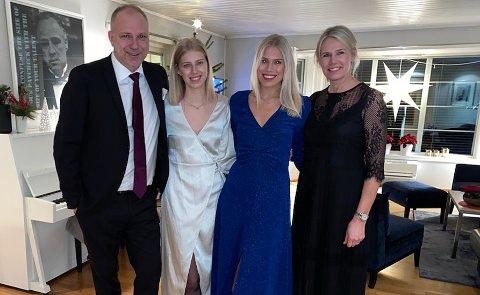 DE VIKTIGSTE: For Dag-Eilev Fagermo betyr familien og vennene alt. Her sammen med døtrene Anne og Line og kona Hege. Foto: Privat